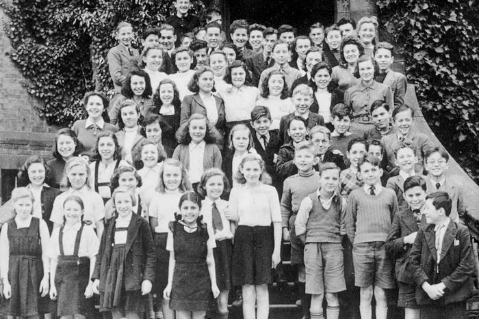 Часть детей, спасенных Николасом Уинтоном