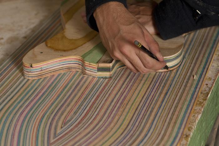Процесс обработки деревянной доски