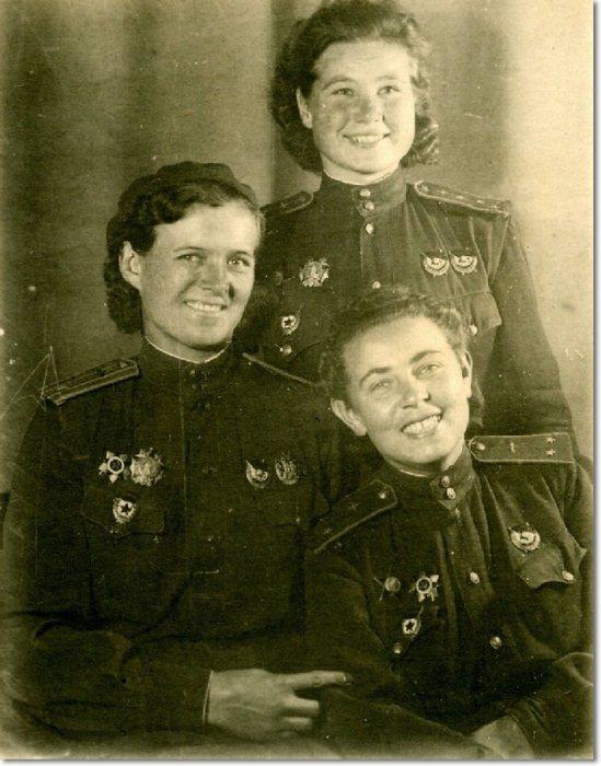 Наталья Меклин с боевыми подругами. Фото:memory-book.com.ua