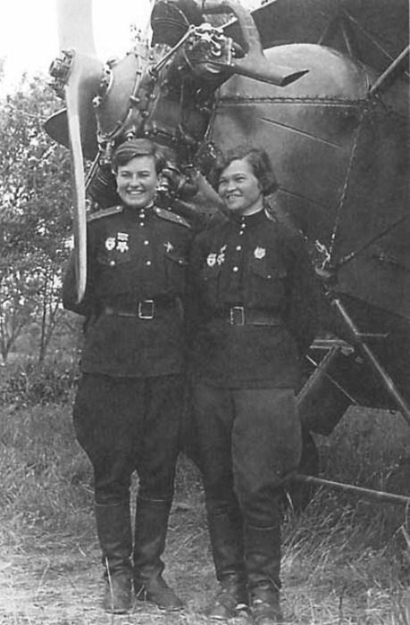 Ирина Себрова и Наталья Меклин. Фото: tamanskipolk46.narod.ru