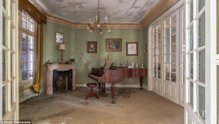 Прежние владельцы оставили дом, ничего не взяв с собой.