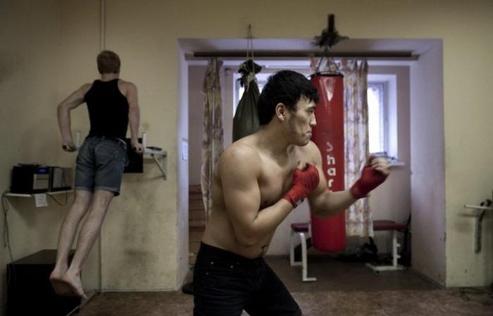 Жизнь в московских общежитиях: цикл работ канадского фотожурналиста