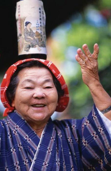 Долгожители острова Окинава веселы и бодры духом