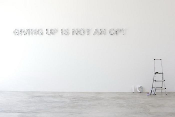 Giving Up is Not an Option. Ироническая инсталляция от Ole Ukena