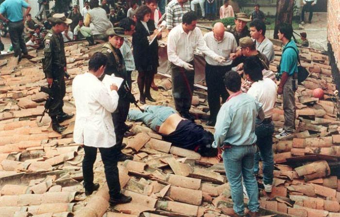 Пабло Эскобар застрелен при попытке бегства.