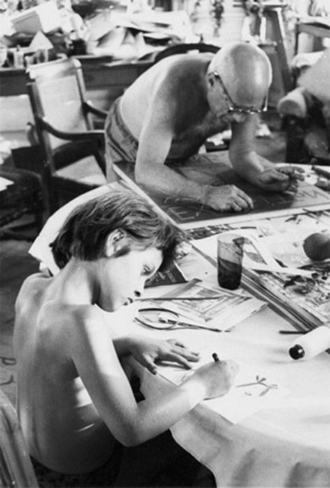 Уроки рисования с отцом. Фото: museumperfume.ru
