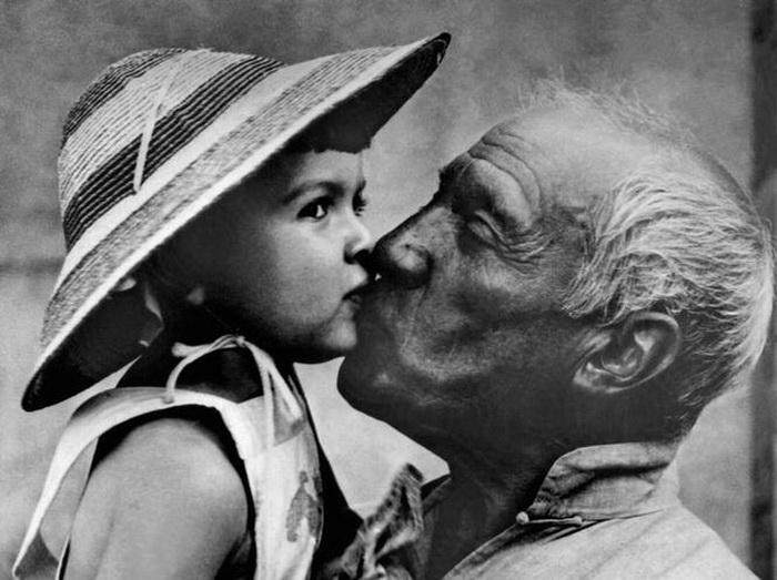 Пабло Пикассо с дочерью. Фото: museumperfume.ru