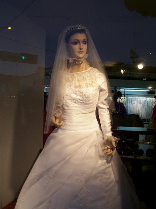 Местные жители уверяют, что манекен La Pascualita оживает по ночам и ходит по магазину