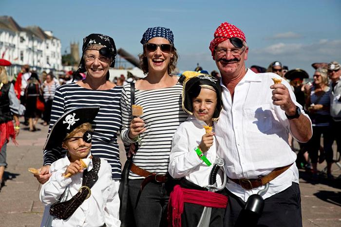 Участники фестиваля приходят на праздник целыми семьями.