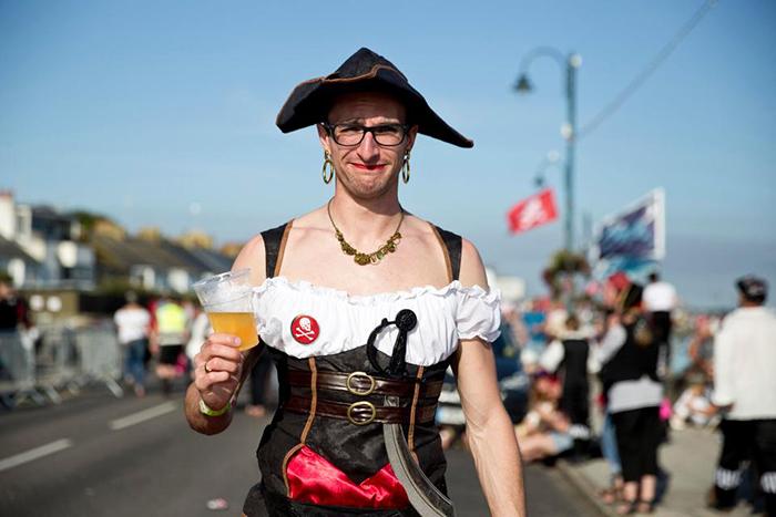 Оригинальный наряд для мучины-пирата.