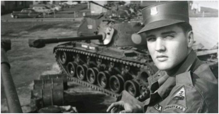 Элвис Пресли проходил службу в 3-й танковой дивизии Сухопутных войск США.