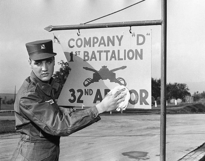 Элвис Пресли в армии.