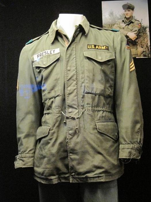 Военная форма Элвиса Пресли в музее в Мемфисе.