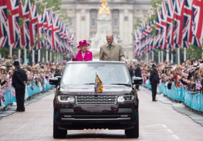 Торжественный парад в честь празднования 90-летия королевы.