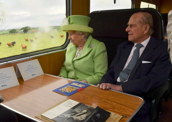 Путешествие на поезде с паровым двигателем в Северной Ирландии.