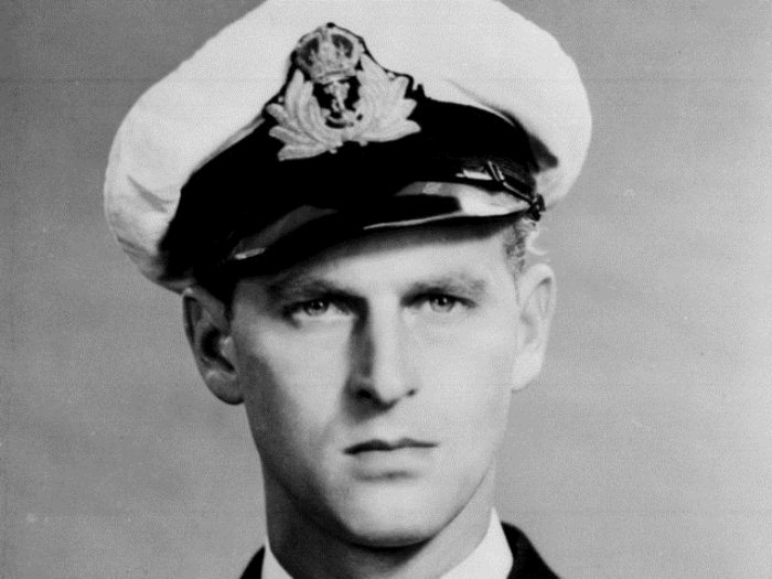 Филипп закончил военно-морской колледж.