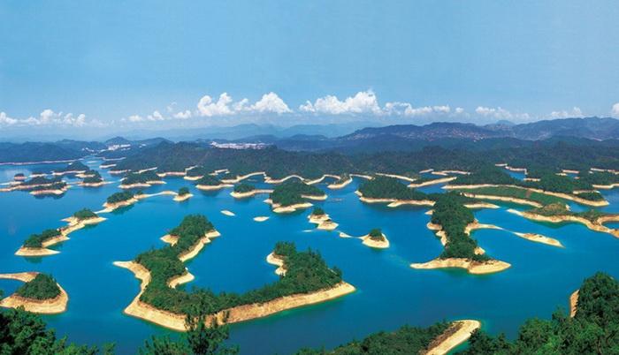 Озеро тысячи островов в Китае