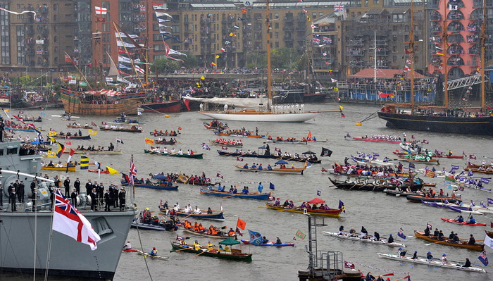 Флотилия во время речного парада на Темзе