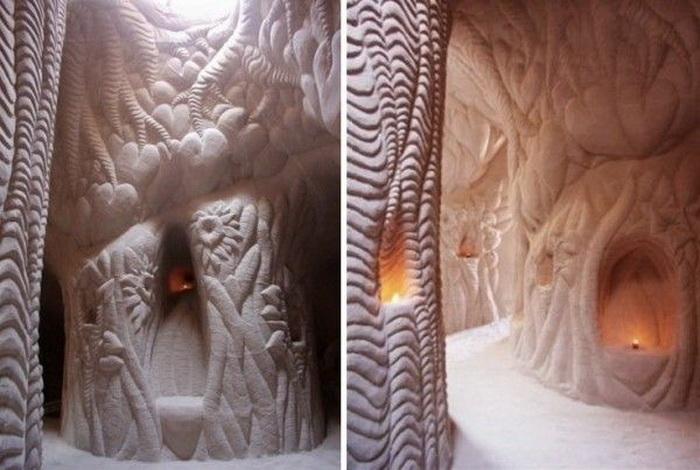 Скульптуры на стенах рукотворных пещер