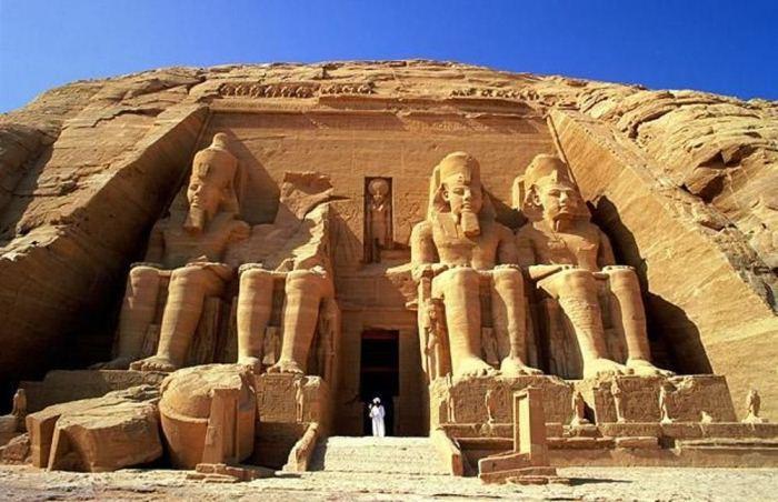 Храм Рамзеса Великого в Абу-Симбеле.