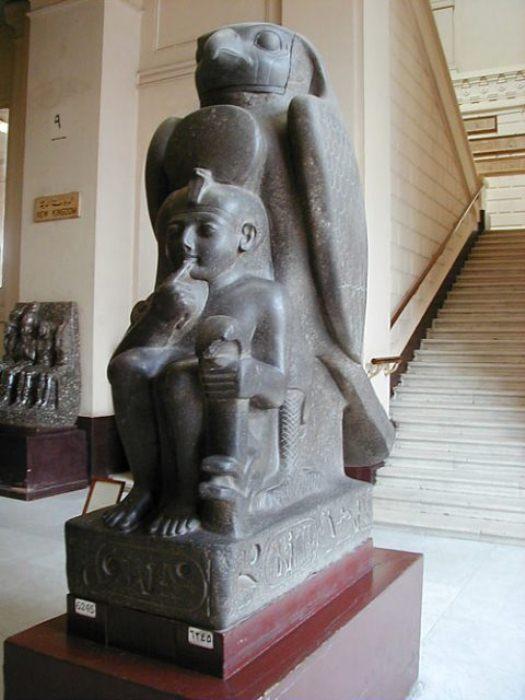 Рамзес II в юном возрасте. Статуя в музее в Каире.
