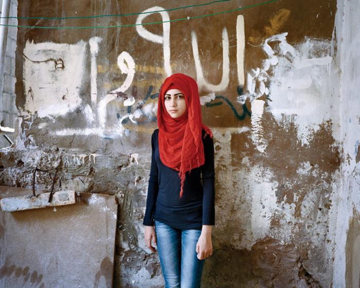 Портрет Самиры, 15 лет. Лагерь для беженцев, Бейрут, 2015 год