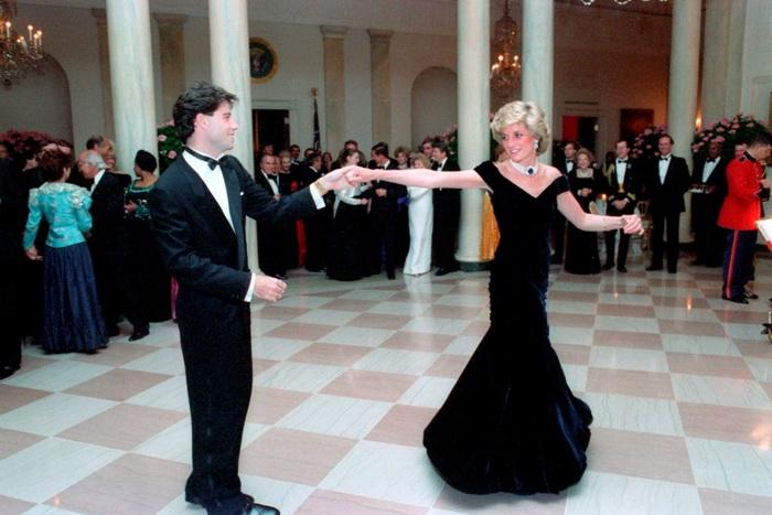 Танец принцессы Дианы с Джоном Траволтой.