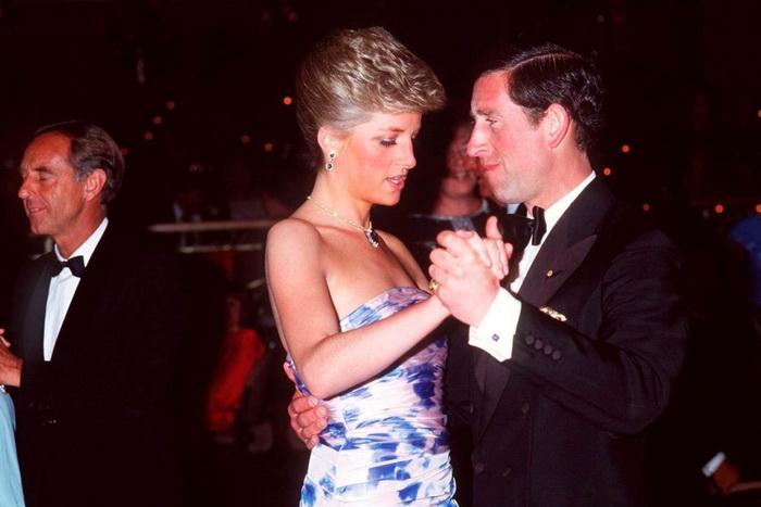 Принц Чарльз очарован возлюбленной.