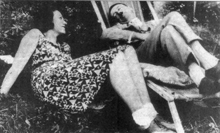Дядя с племянницей спит 3 фотография