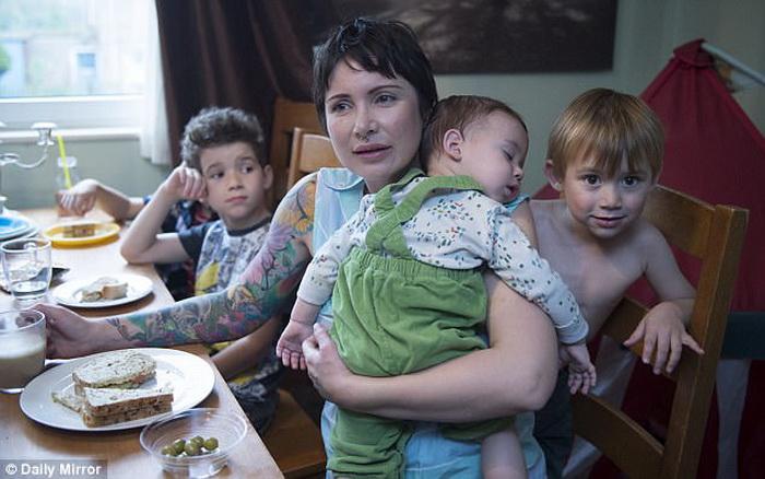 Мама с сыновьями.