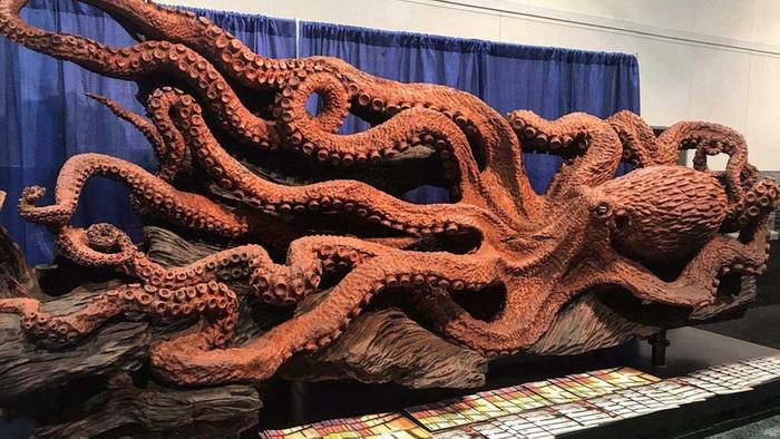 Длина осьминога более 4,5 метров.