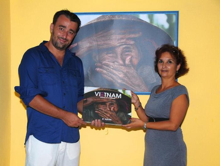 Rehahn со своей книгой о Вьетнаме