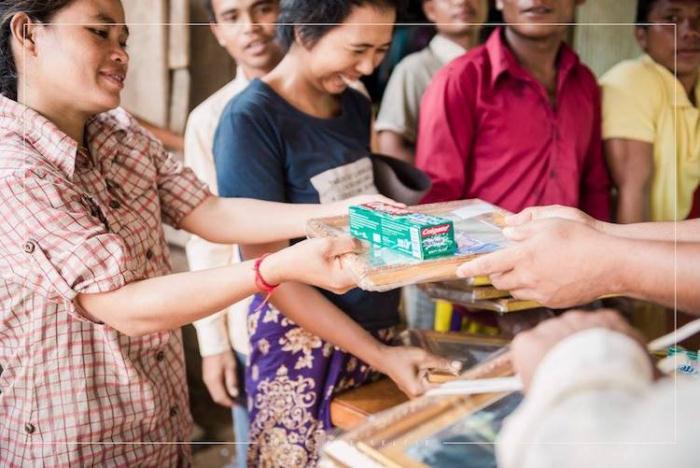 Жители Камбоджи получили гуманитарную помощь.
