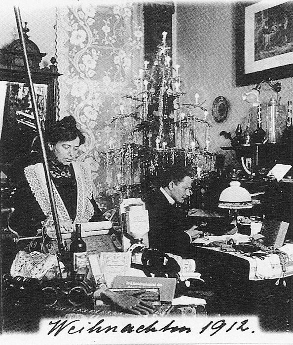 Фотография семьи Вагнер у елки. 1912 год