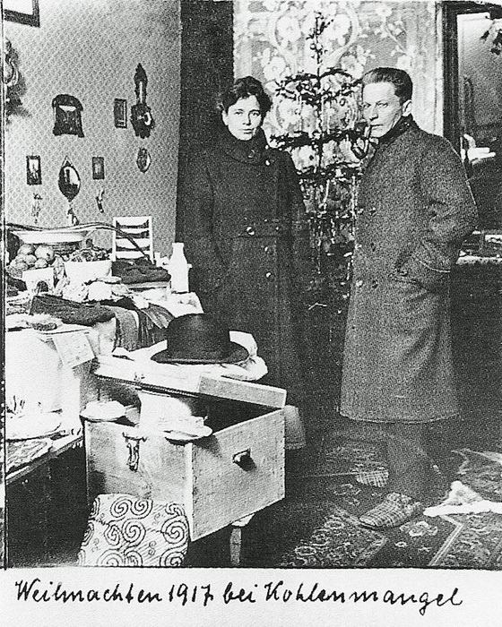Фотография семьи Вагнер у елки. 1917 год