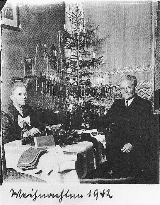 Последняя новогодняя фотография семьи Вагнер. 1942 год