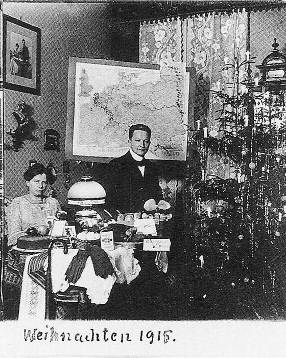 Фотография семьи Вагнер у елки. 1915 год