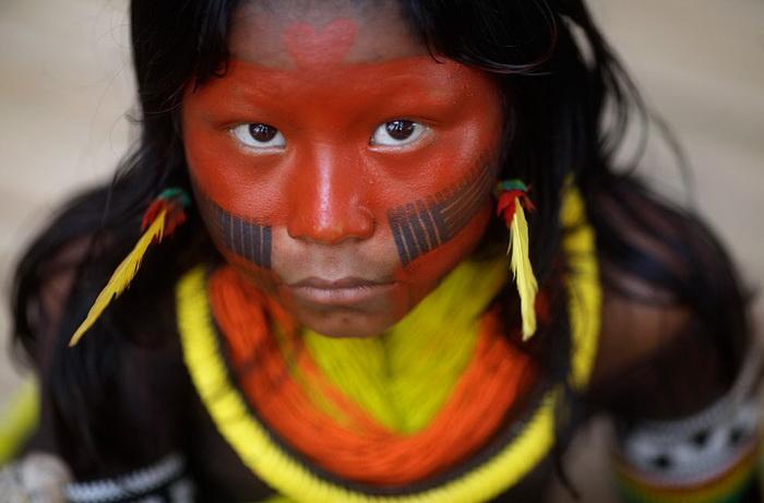 Ребенок из деревни Kari-Oca на ассамблее саммита «Rio+20»