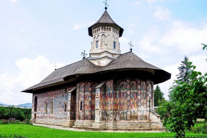 Монастырь Молдовица.