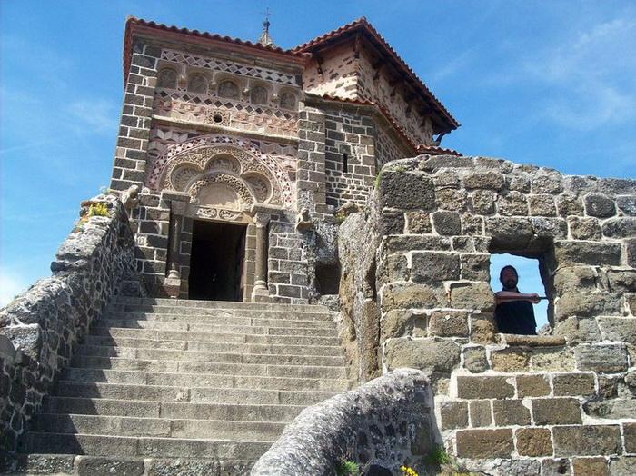 К часовне Святого Михаила ведут 268 каменных ступеней