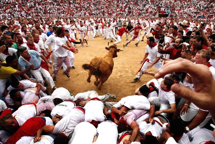 Энсьерро - массовый забег быков на Фестивале Святого Фермина в Испании
