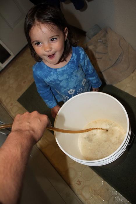 Ава даже помогала маме в приготовлении пива по немецкому рецепту (но, конечно же, не пробовала напиток)