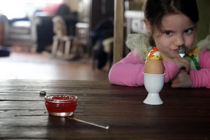 Яйцо с красной икрой, Россия