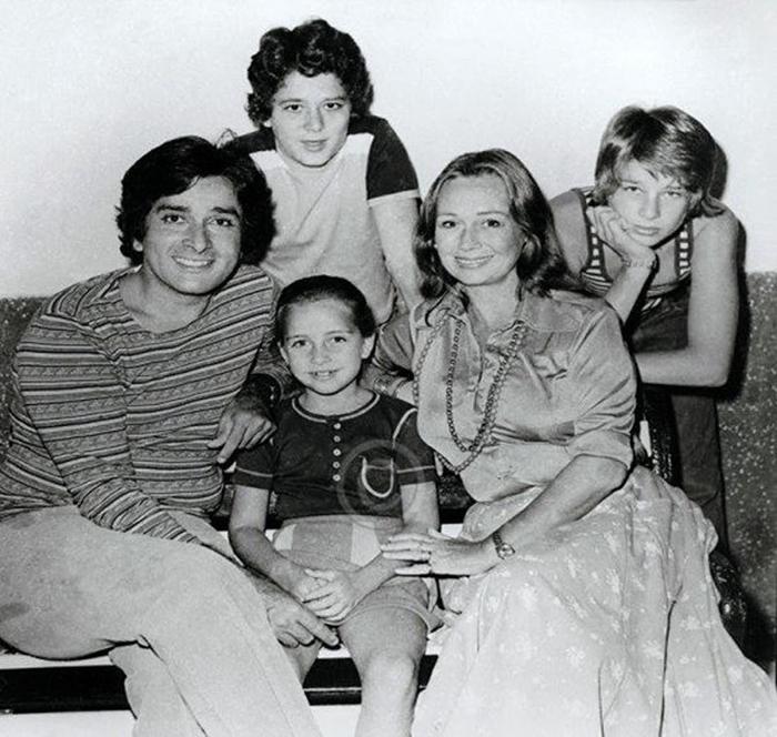 Шаши Капур с женой Дженнифер и детьми. Фото: thequint.com