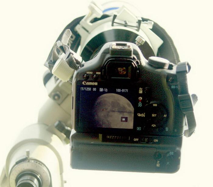 Фотоаппарат с присоединенным астрономическим телескопом