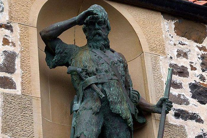 Памятник Александру Селкирку