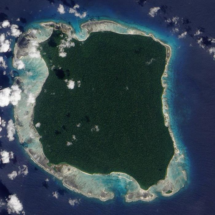Изолированный остров в Бенгальском заливе, на котором проживают сентинельцы.