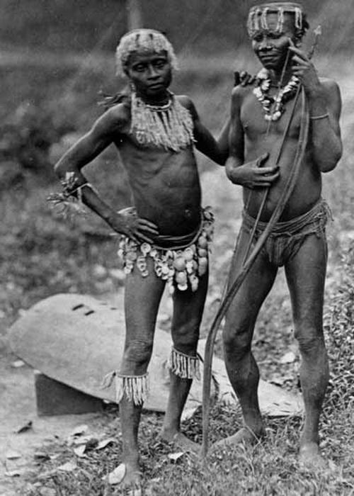 Сентинельцы - люди,никогда не контактировавшие с цивилизацией.