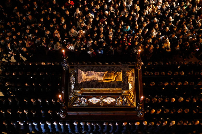 Малага. Трон со статуей Христа