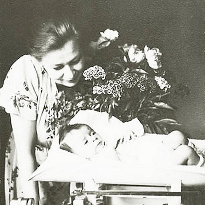 Валентина Серова с дочерью Машей